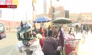 Militares y serenos intentan recuperar paraderos tomados por ambulantes en Los Olivos