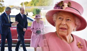 La Reina Isabel II reaparece en público sin mascarilla