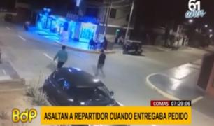 Comas: repartidor es asaltado en puerta de local y se llevan su moto