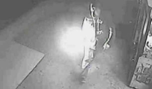 Desconocidos atacan con bomba molotov una bodega de Miraflores