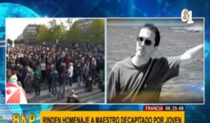 Francia: miles se reúnen para homenajear a maestro asesinado por mostrar caricaturas de Mahoma