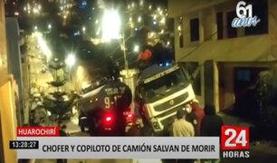 Huarochirí: violento accidente deja a conductor y ayudante de camión atrapados