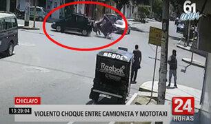 Chiclayo: impactantes imágenes del choque entre una mototaxi y camioneta