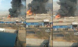 SJL: incendio de grandes proporciones arrasa con La Cachina de Canto Grande