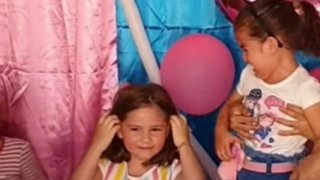 """""""Prometo no tirar más del cabello a mi hermana"""": habla la niña del cumpleaños"""