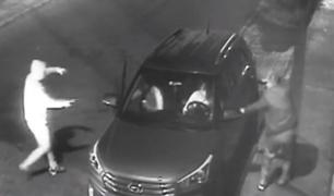 Ate: en 30 segundos delincuentes le roban camioneta a mujer