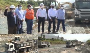 Premier Martos y Ministro de Vivienda inspeccionan trabajos de descolmatación en el río Rímac