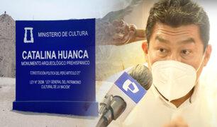 "Denuncian que camiones bloquean entrada a huaca ""Catalina Huanca"""