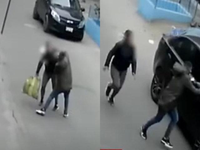 SJL: Ladrón roba celular a madre de familia y al huir se mete por la ventana de un auto