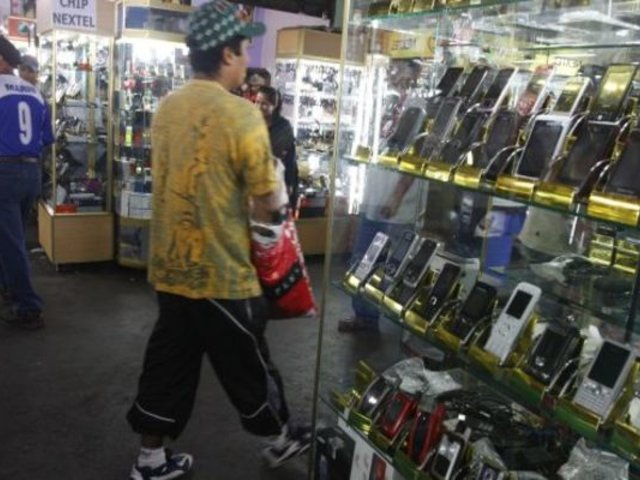 Jaén: ladrones vestidos como trabajadores de limpieza robaron celulares valorizados en miles de soles