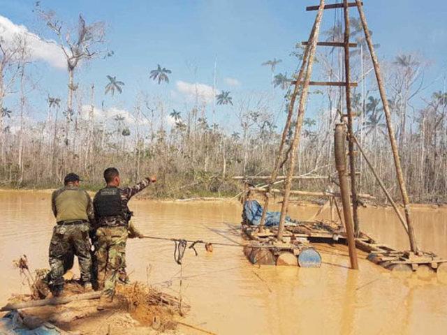 Destruyen más de 40 campamentos de mineros ilegales en Madre de Dios