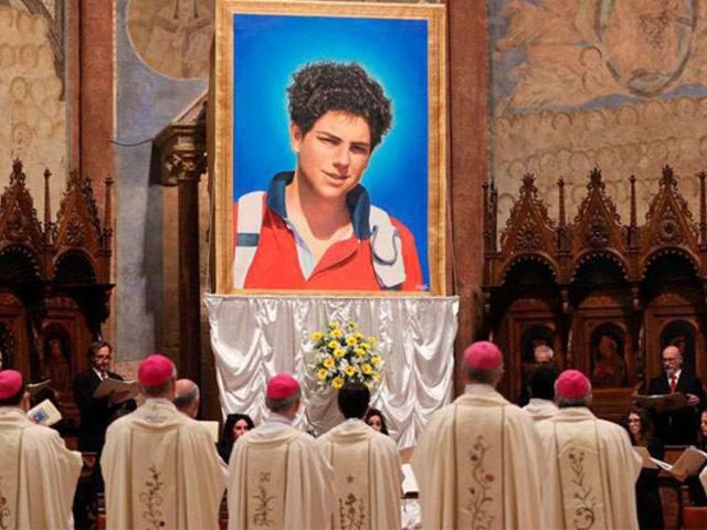 """Vaticano  beatificó  a  Carlo Acutis,  el """"ciberapóstol de la Eucaristía"""""""