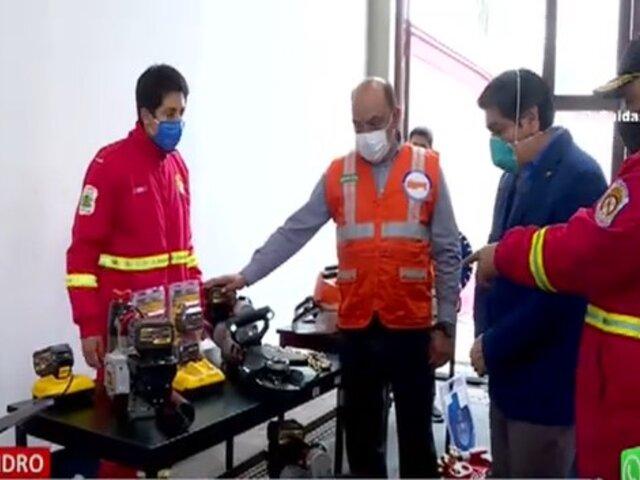 San Isidro: Donan equipos valorizados en casi 1 millón de soles a los bomberos