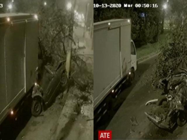 Conductor de camión choca con un auto estacionado en Ate y se da a la fuga