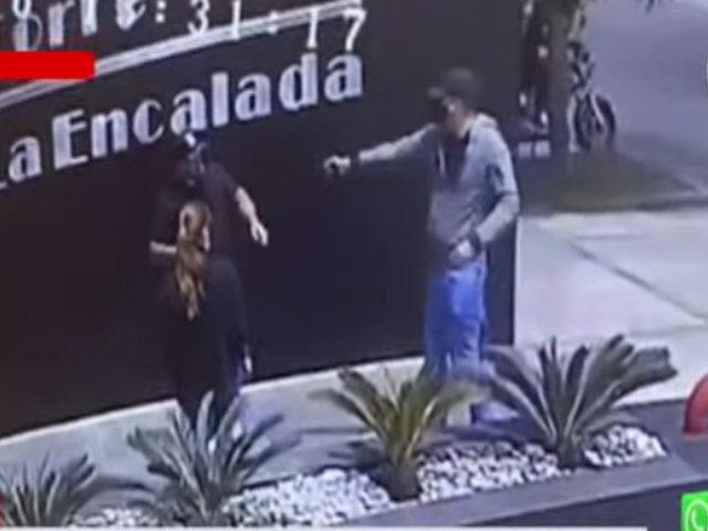 Surco: Cámara capta el asalto a una pareja en centro empresarial