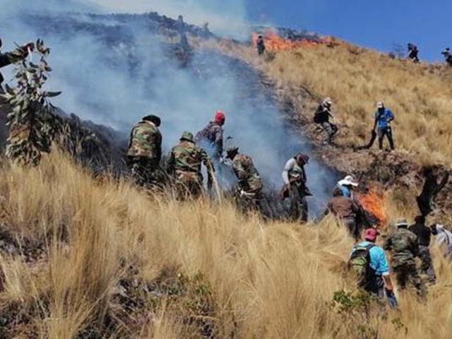 Tras varias horas de intenso trabajo controlan incendio forestal en Piura