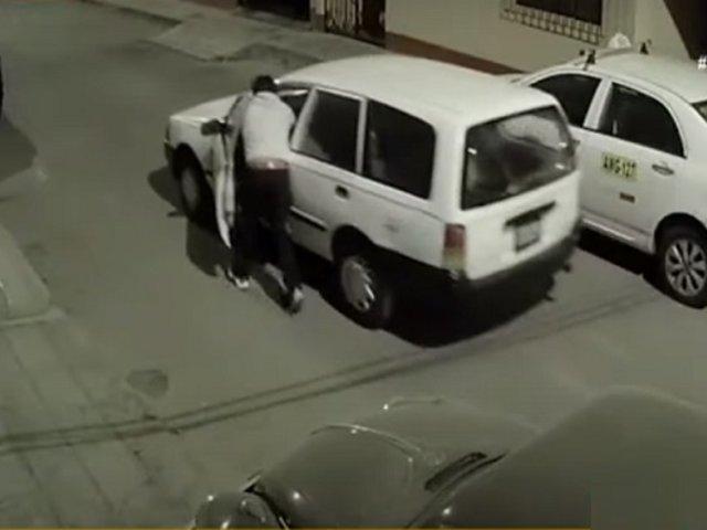 Surco: delincuente roba auto empujándolo varios metros