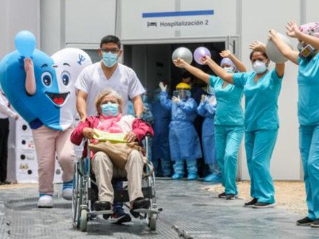 Doctora de 73 años tratada por su hijo médico, logra superar la covid-19