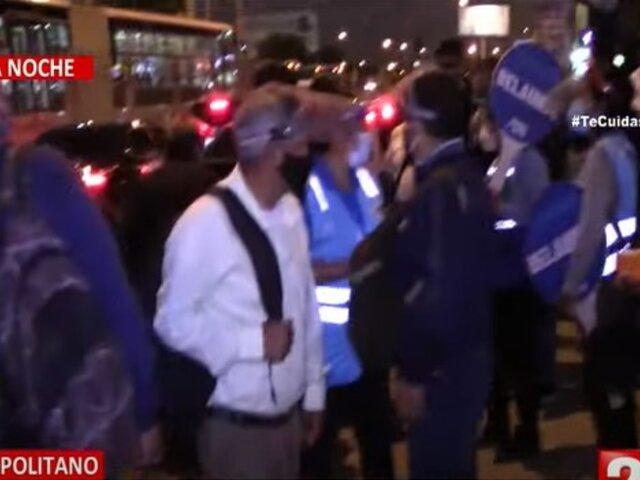 Usuarios del Metropolitano denuncian que pueden contagiarse por subir a colectivos informales