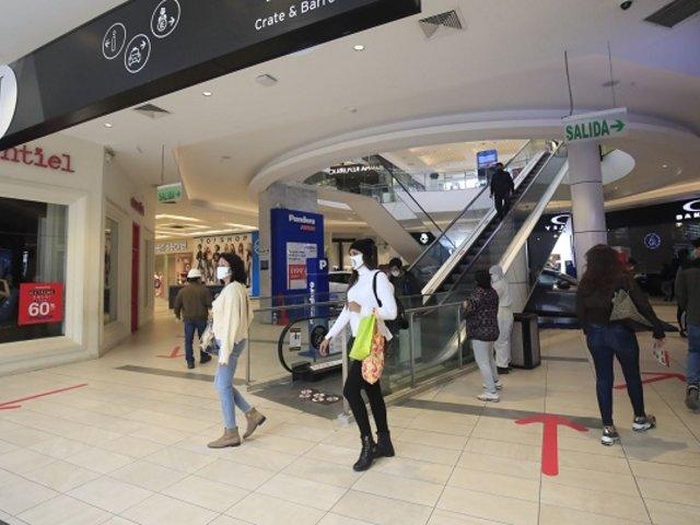 Gobierno analizará ampliar aforo de centros comerciales por campaña navideña