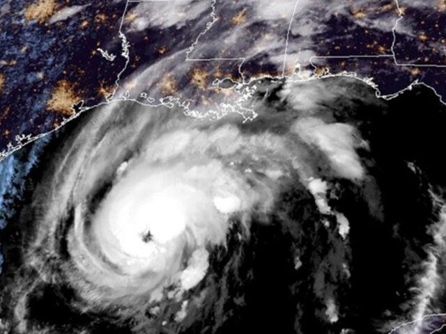 Huracán Zeta arremete con furia la costa sureste de EEUU