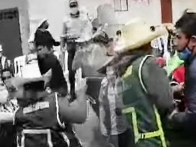 Ronderos tratan de castigan a un alcalde por incumplir con obra