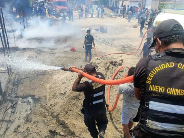 Nuevo Chimbote: incendio redujo a cenizas siete viviendas en un asentamiento humano