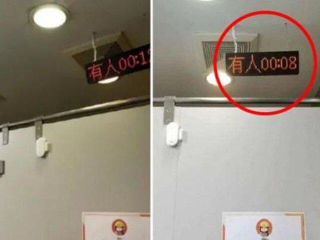 Empresa china es criticada por colocar temporizadores en los baños de sus empleados