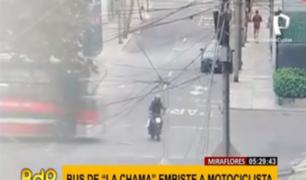 Miraflores: captan preciso instante en que bus 'Chama' arrolla a motociclista