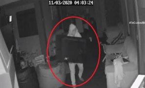 Ladrones son sorprendidos robando en una casa mientras familia dormía