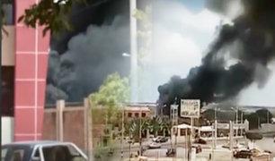 Incendio en fábrica de gaseosas se registró en Tumbes