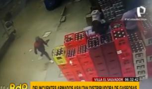 VES: cámaras captan violento asalto a distribuidora de gaseosas