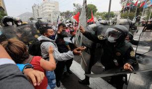 Cercado de Lima: retiran a manifestantes que protestaban frente al Congreso