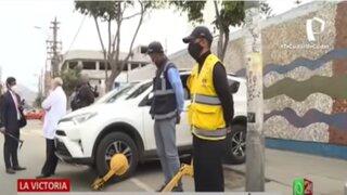 La Victoria: fiscalizadores municipales inmovilizan vehículos de 30 médicos de Hospital Almenara