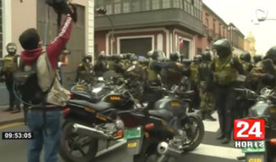Manifestantes y PNP se enfrentan en alrededores del Congreso