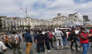 Manifestantes continúan en la Plaza San Martín