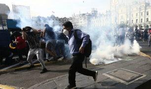 Plaza San Martín: PNP dispersa con gases lacrimógenos a manifestantes que de nuevo se reunían
