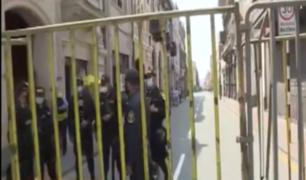 Calles cerradas y un fuerte reguardo siguen en alrededores de Palacio de Gobierno