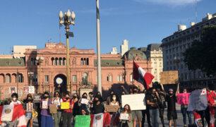 Peruanos en el extranjero protestan en contra de vacancia y Manuel Merino
