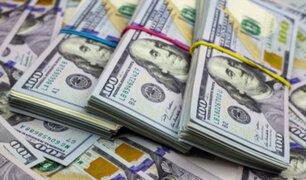 Dólar se dispara a media jornada tras primeros resultados de elecciones