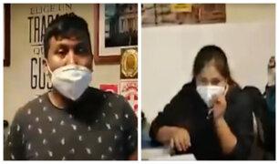 Liberan a pareja detenida que ofrecía afiches gratis a manifestantes en marcha