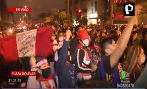Jóvenes que protestaban en frontis del Congreso realizaron minuto de silencio por estudiantes fallecidos