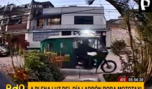 Delincuentes se llevan mototaxis estacionadas en casas