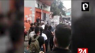Violento enfrentamiento entre ambulantes  y fiscalizadores  en La Victoria