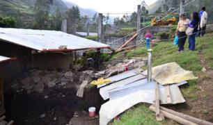 Junín: fuertes vientos afectan antena de radio, techos de casas y cables de energía eléctrica