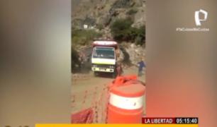 La Libertad: camión cargado de verduras volcó en una pendiente