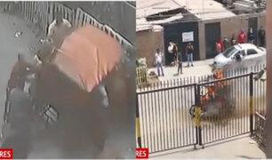 SMP: vecinos masacran a delincuentes e incendian su mototaxi