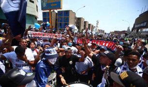 Alianza Lima: cientos de hinchas realizan banderazo en exteriores del estadio de Matute