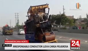 Mototaxista lleva excesiva carga por Panamericana Norte