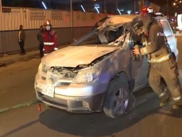 Comas: conductor se da a la fuga tras dar varias vueltas de campana con su camioneta